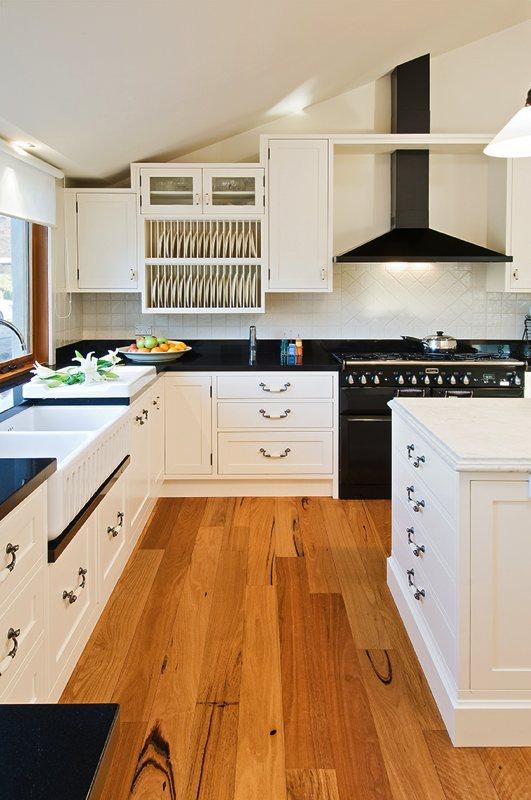 Elegant English-style Shepparton kitchen